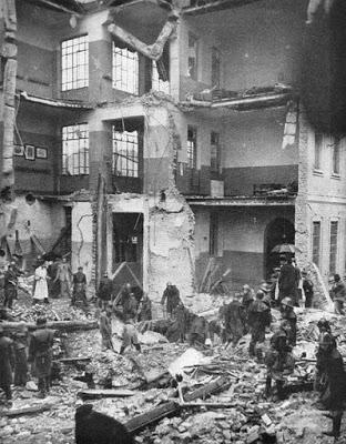 Ottobre_1944_la_scuola_elementare_di_Gorla_dopo_bombardamento_Alleato,_i_soccorsi